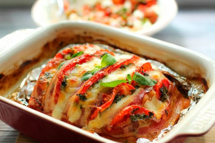Индейка запечённая под сыром с томатами фото