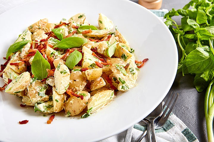 Нежный картофельный салат с беконом фото