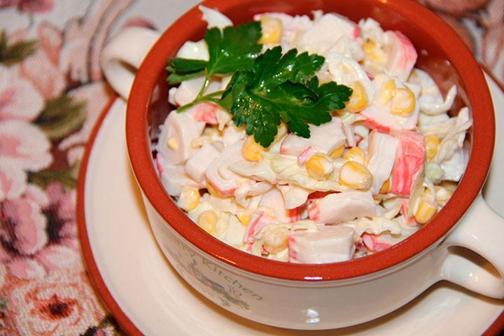 Крабовый салат с капустой фото