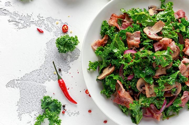 Теплый салат с ветчиной и лисичками фото