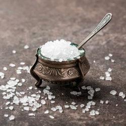 фотоНужна ли курицам соль в рационе и как правильно ее давать?