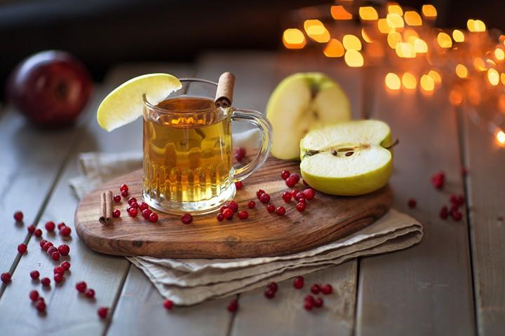 Яблочный безалкогольный глинтвейн фото